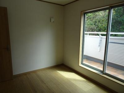 窓からは快適な光を取入れ、風通しも良いので、いつも快適です。
