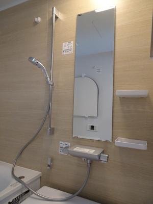 浴室はワイド浴槽のゆったり1317サイズ。お子様との入浴も余裕の大きさです♪広々浴室が毎日の疲れを癒します♪