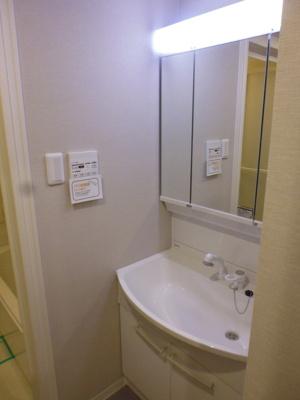 もちろん、新規洗面台です。朝の混雑も余裕の空間。