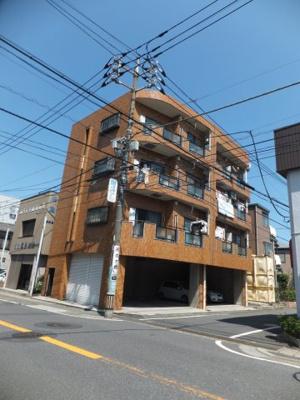 1F部分は月額13,000円の駐車場となっています☆