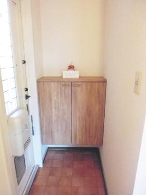 シューズボックス付きで玄関すっきり片付きます!上に写真やかわいい小物を置けるので、玄関を華やかに飾れますね♪お客様もスムーズにお出迎えできますね♪