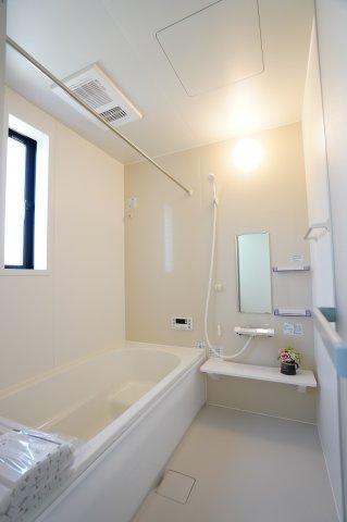浴室乾燥機付きで雨の日でもカラッとお洗濯物を乾かすことが出来ますよ。