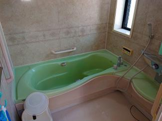 お子様と一緒に入浴できる広々浴室