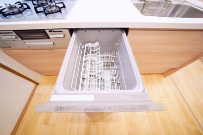 食器洗浄機付です。洗浄から乾燥まで食洗機にお任せして、自分の時間を増やすことができます。
