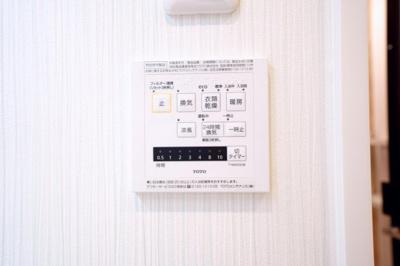 浴室暖房換気乾燥機能付です。雨の日に浴室内で洗濯物を乾かすことができます。