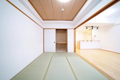 リビング横、約6.0帖の和室です。