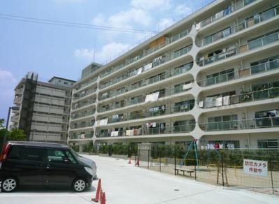 【現地写真】 鉄筋コンクリート造の110戸大型マンションです♪