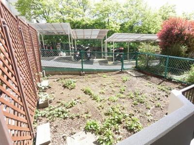 11.68平米の専用庭です。 お子様の遊び場やガーデニング等多目的に活用できます。