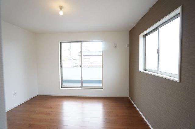 2階7帖 バルコニーがあるので明るいお部屋です。