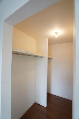 2階7帖 棚もありますのでバックや小物の収納もできます。