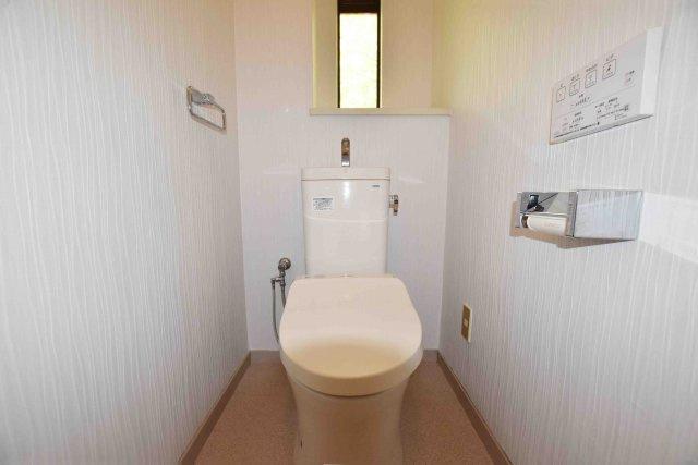 トイレにも採光を設けています。