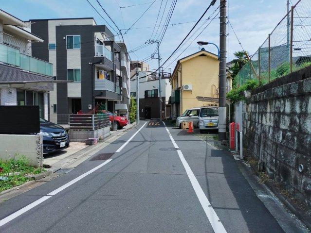 ◇Road◇前面道路は幅員6mですのでお車をお持ちの方も安心です♪【現地(2021年4月)撮影】