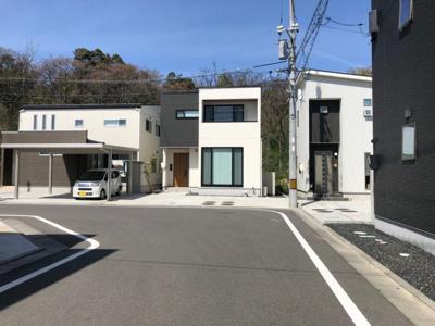 【前面道路含む現地写真】鳥取市浜坂6丁目中古戸建て
