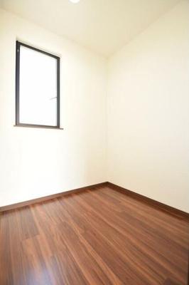 収納スペースです。書斎やテレワークスペースとしてもご利用いただけます