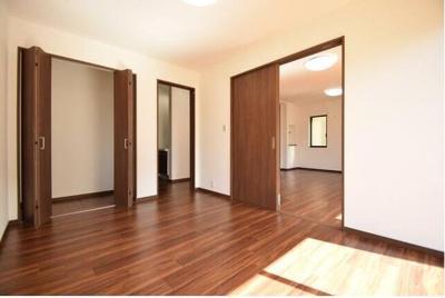 1階の洋室です