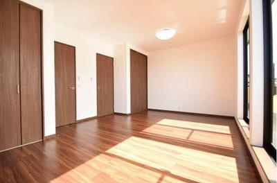 12帖の洋室です。6帖に仕切ることができます。