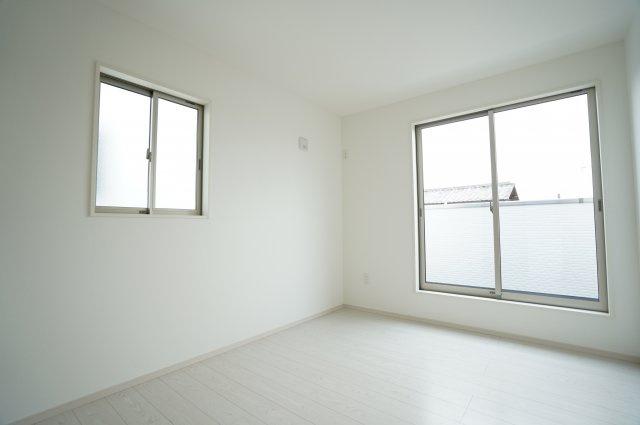 【同仕様施工例】採光・通風がよいお部屋なので気持ちよく過ごせます。