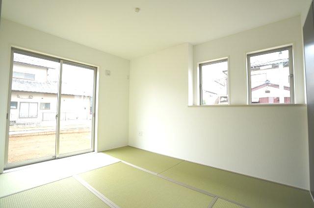 【同仕様施工例】掃き出し窓で陽だまりの暖かさを感じお庭を眺めてゆっくりできます。