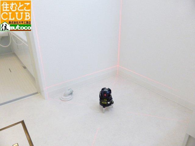 保証範囲外の内部壁やドア等の施工精度を、精密度デジタル水平器で確認することも可能です■片平工務店