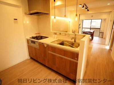 ビルトイン食洗器・浄水器が付いたシステムキッチンです。