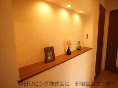 廊下のニッチは、絵画やお花を飾れます。お部屋の印象アップにも。