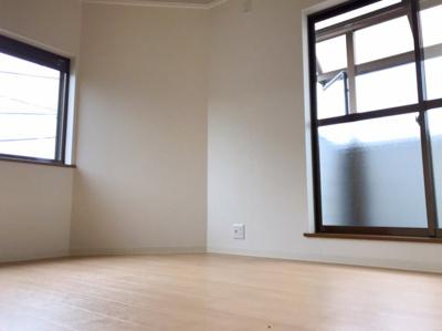3階の約5.75帖の洋室です♪