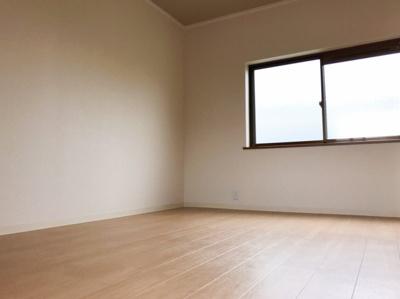 3階の約6.0帖の洋室です♪