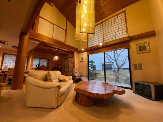 【居間・リビング】円上の家
