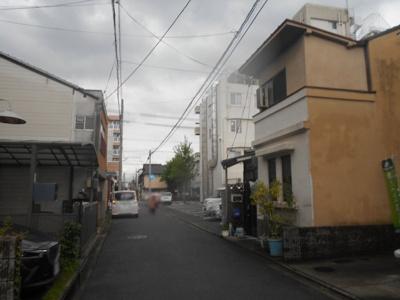 【前面道路含む現地写真】大将軍東鷹司町 一戸建