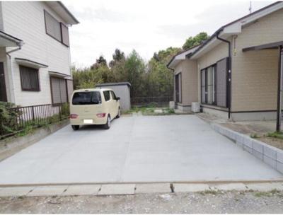広々4台分の駐車スペースで来客用も確保できます。
