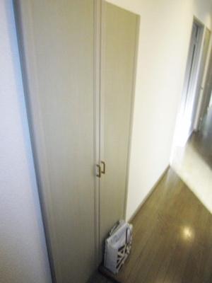 シューズボックスがあるので靴が散らからずいつでも玄関すっきり♪お客様もスムーズにお出迎えできますね♪