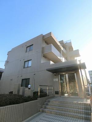 グリーンライン「北山田」駅より徒歩6分!エレベーター付きの5階建てマンションです♪スーパーやドラッグストアが近くて便利な住環境☆