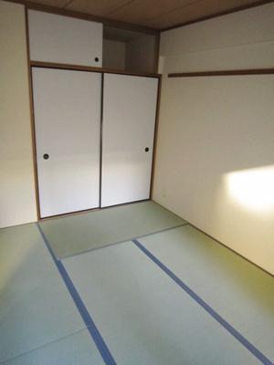 天袋付き押入れのある南東向き和室6帖のお部屋です!寝具を収納できるので和室は寝室にもオススメ☆