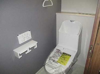 棚もある使いやすいトイレです