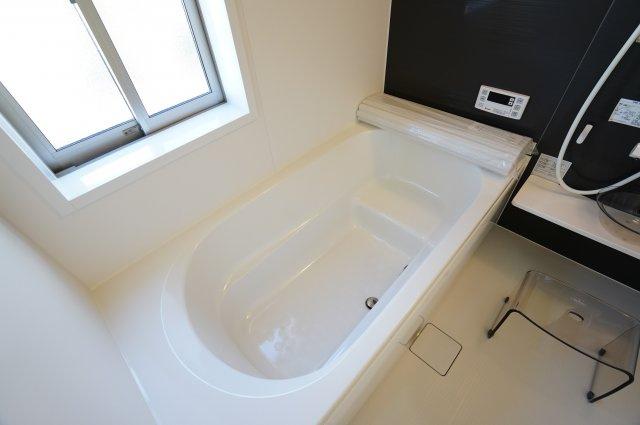 【同仕様施工例】広々とした浴槽でゆったり癒されます。