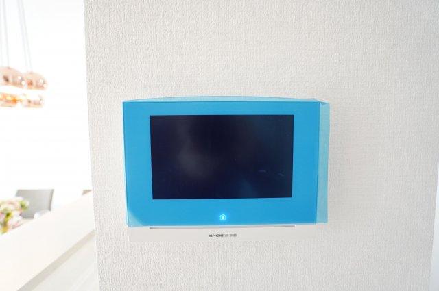 【同仕様施工例】訪問者をTVモニターで確認できます。防犯面も安心ですね。