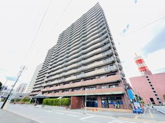 ライオンズマンション千葉グランドタワー 20階建。千葉みなと駅まで徒歩約3分の高層マンションになります。