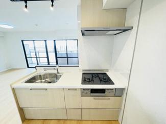 ライオンズマンション千葉グランドタワー クリナップ製の対面キッチン。新品に交換済みです。