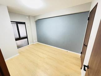 ライオンズマンション千葉グランドタワー 収納スペース充実の洋室になります。
