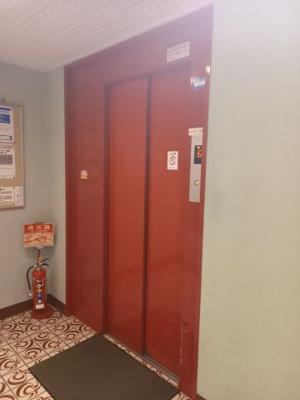 エレベーター付きのマンションです