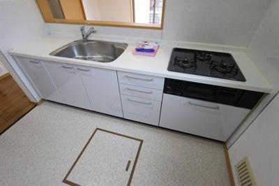 キッチンでお料理をお楽しみください:リフォーム完了しました♪平日も内覧出来ます♪三郷新築ナビで検索♪