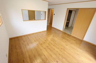 ゆったりとした居間です:リフォーム完了しました♪平日も内覧出来ます♪三郷新築ナビで検索♪