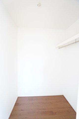 2階6帖 棚もありますのでバックや小物の収納もできます。