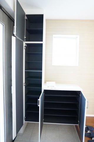 【同仕様施工例】2階にあるフリースペースです。窓もありますのでテレワークルームとしてもいいですし、収納部屋としても使い方色々です。