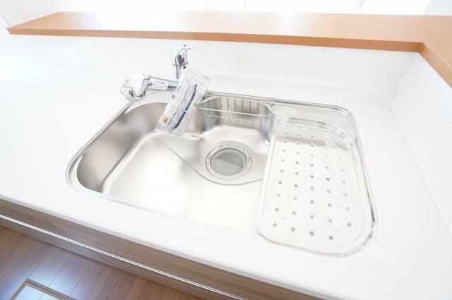 シンクが広いと、お野菜もお鍋を洗うのもラクラクですね。