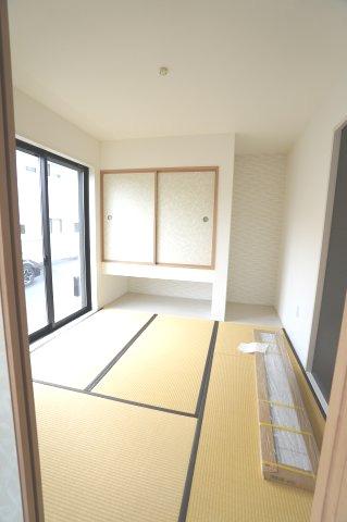 【同仕様施工例】玄関から直接出入りできるので客間として利用できます。