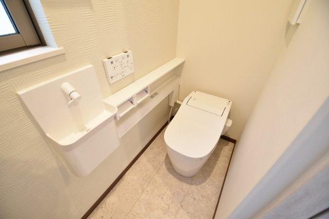 毎日使う場所なので快適に!掃除しやすい溝が少ない便器や暖房便座など機能性も充実!