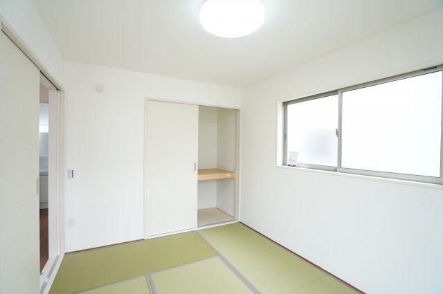【同仕様施工例】畳はちょっとゴロゴロするのに気持ちよい空間です。