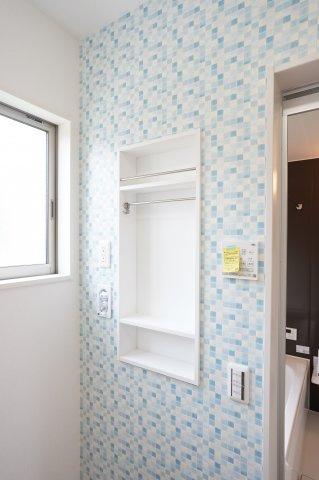 【同仕様施工例】鏡面収納で洗面まわりの小物が収納できて見た目すっきりします。