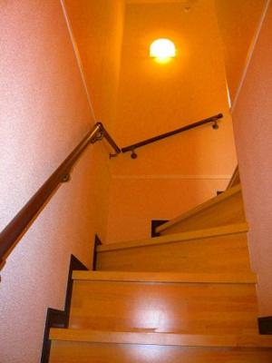 手すり付きの階段です♪